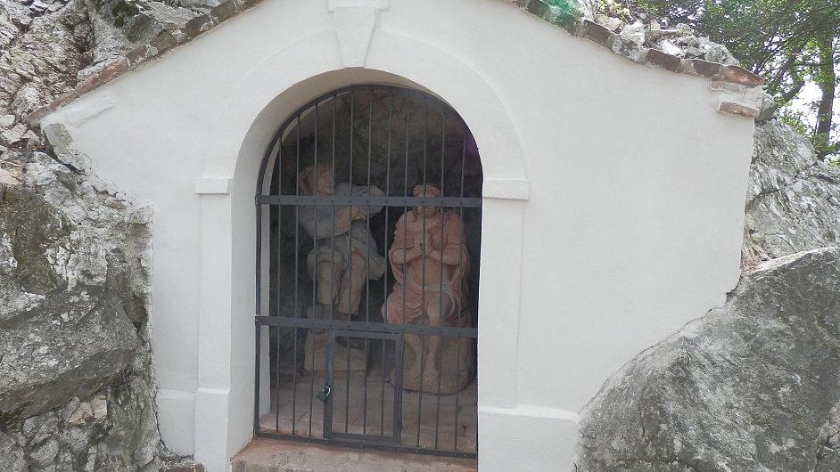 Jedna z kaplí nejstarší křížové cesty na Svatém kopečku v Mikulově