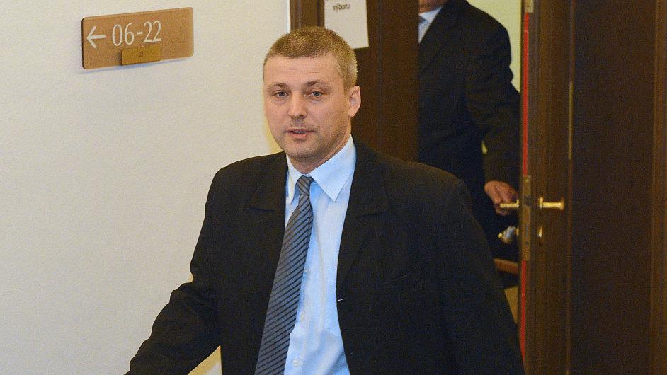 Poslanec Pekárek odchází z jednání mandátového a imunitního výboru