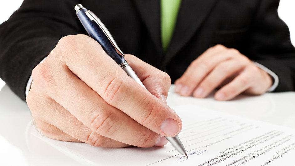 Banky radí používat jiný podpis, než který je na podpisovém vzoru v obchodním rejstříku.