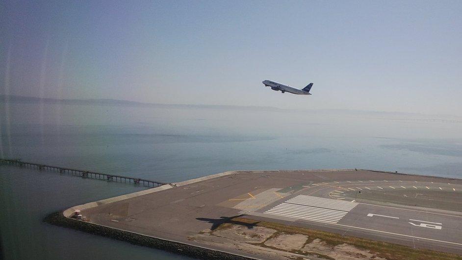 Snímek startujícího letadla pořízený přes Google Glass