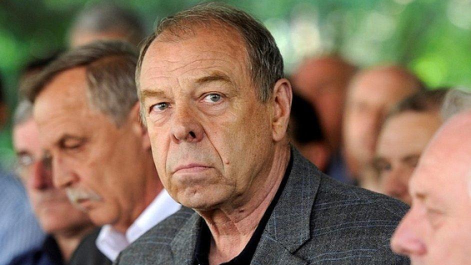 Předseda ČMKOS Jaroslav Zavadil odstoupí ze své funkce v pátek.