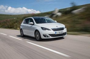 Peugeot 308, rodinný Golf, ale také Octavia. Hledali jsme nejúspornější auta