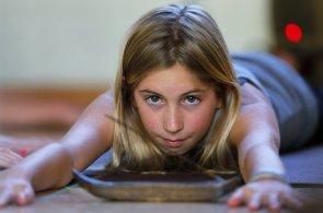 Dvanáctiletá školačka učí jógu. Je patrně nejmladší lektorkou s certifikátem v USA
