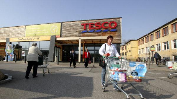 Zaměstnavatel (např. supermarket) může po zaměstnanci požadovat, aby pracoval o svátcích jen v případě, že to neodporuje pracovní smlouvě.