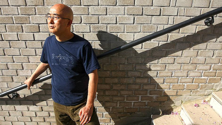 Čínský básník a disident Liao I-wu navštívil Prahu vloni v červnu.