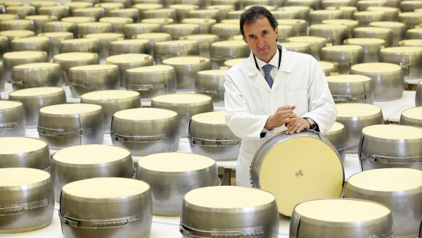 Roberto Brazzale ve své sýrárně