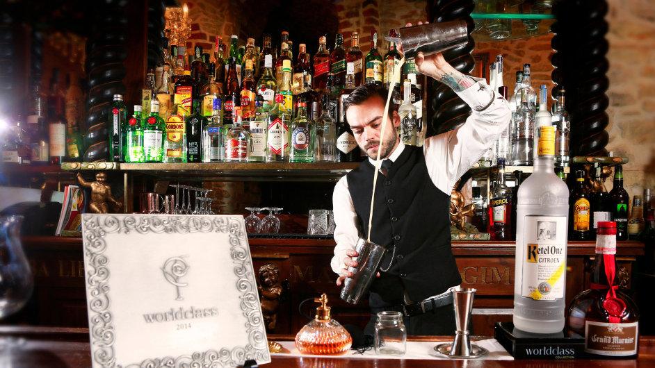 Barman pražského baru Black Angel's Jaroslav Janoušek