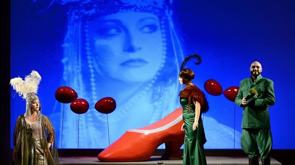 Snímek ze zkoušky opery Tři přání aneb Vrtkavosti života.