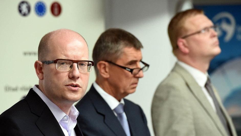"""Pivo, nebo máslo? Koalice se pře osnížení DPH. """"Začal si"""" ministr financí Andrej Babiš, když navrhl snížení daně zpřidané hodnoty usudového piva."""