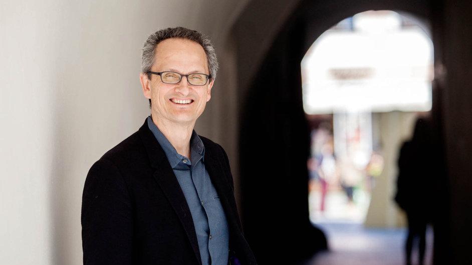 Letos třiapadesátiletý režisér Jan Pinkava odešel vroce 1969 srodiči doemigrace. VUSA později pracoval pro hollywoodské studio Pixar, nyní působí vespolečnosti Google.