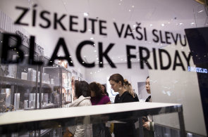 Černý pátek po česku je docela smutná podívaná, slušné slevy mají Samsung, Honor, Sony a Amazon.de