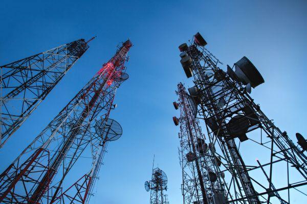 Telekomunikace, internet věcí, vysílač, ilustrace