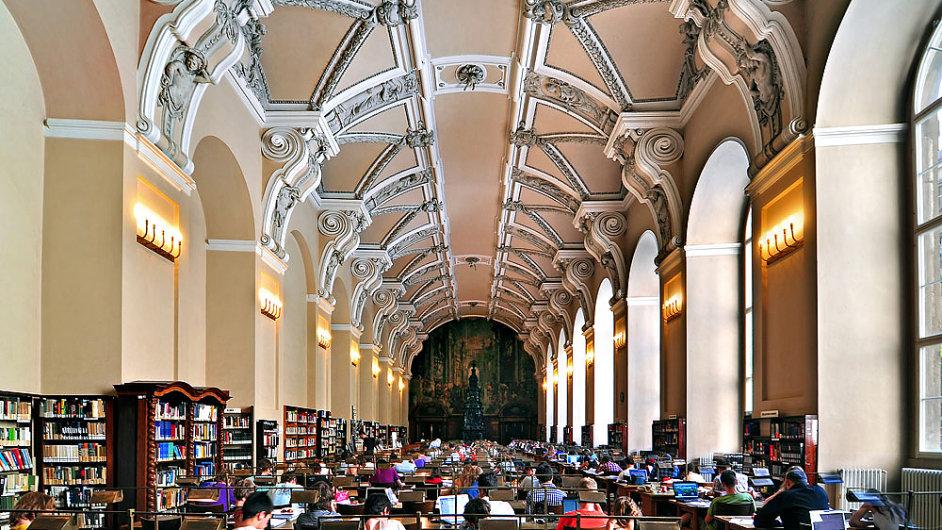 Na snímku je refektář jezuitské koleje v pražském Klementinu, který dnes slouží jako Všeobecná studovna Národní knihovny.