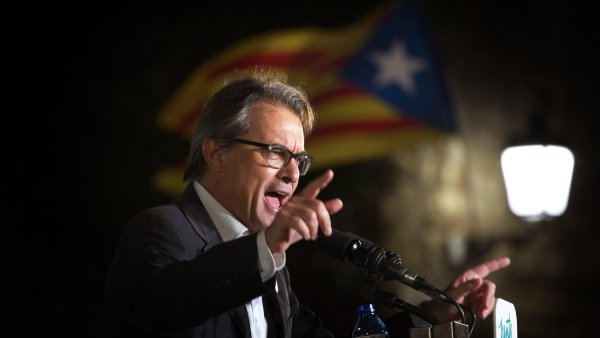 Bývalý katalánský premiér Artur Mas dostal dvouletý zákaz výkonu veřejné funkce.