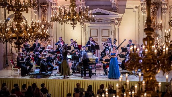Závěrečný koncert představí operní árie a suity z baletů pro Ludvíka XIV. od Andrého Campry, Jeana-Baptisty Lullyho a Andrého Cardinala Destouchese.