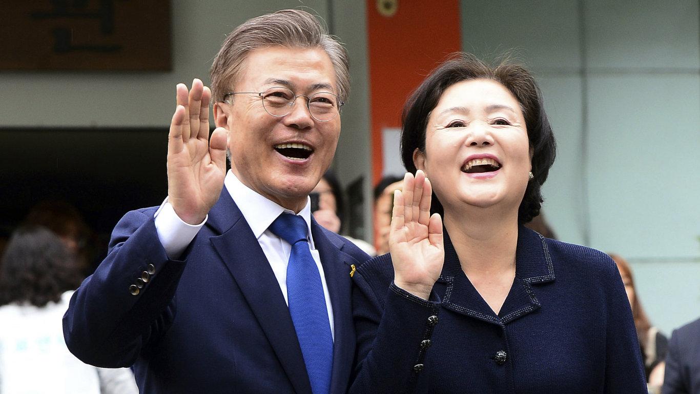 Mun Če-in s manželkou