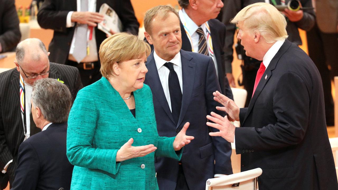 Angela Merkelová, Donald Tusk a Donald Trump.