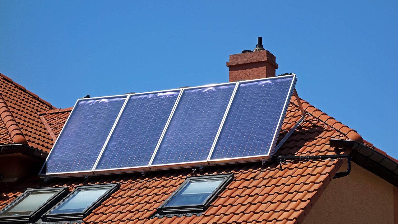 České firmy rozjíždějí výrobu domovních akumulátorů. Čekají na další solární boom.