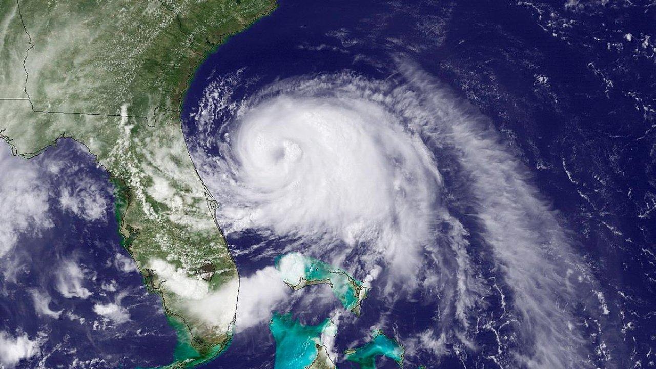 Arthur. Nad USA hurikán, nad Kanadou bouře