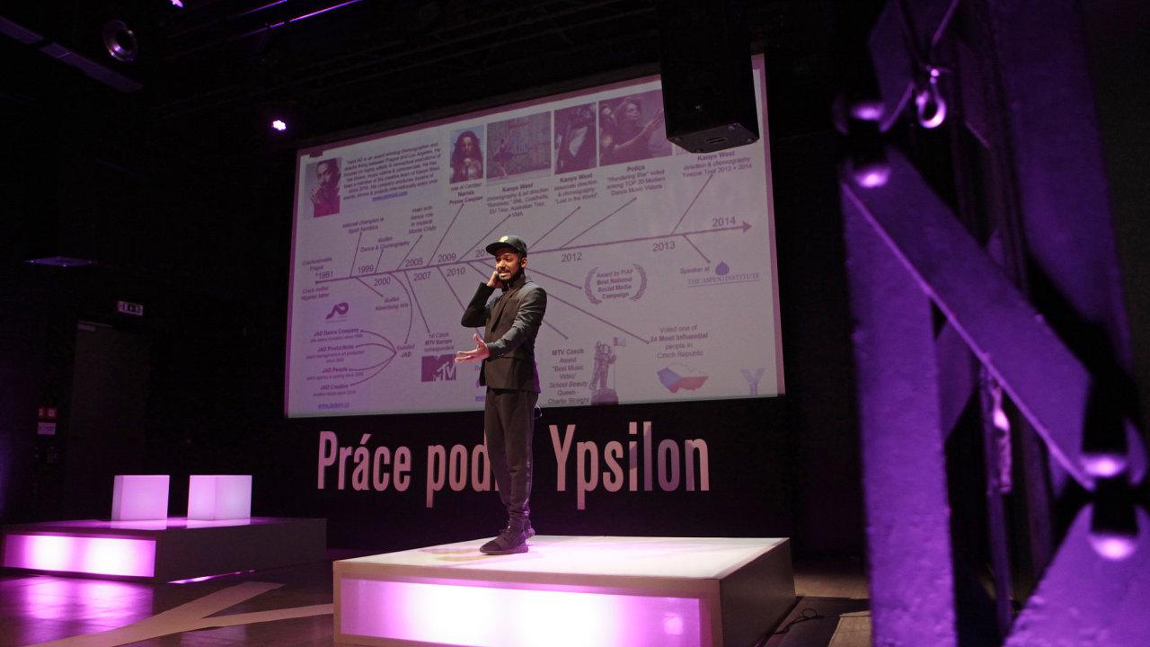 Konference Práce podle Ypsilon aneb Mladí do našich řad! (na snímku je Yemi Akinyemi Dele, producent, choreograf, režisér JAD Productions).