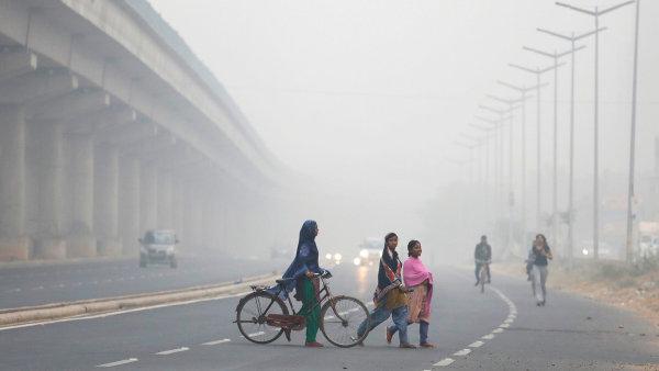 Indickou metropoli Dillí zahalil smog.