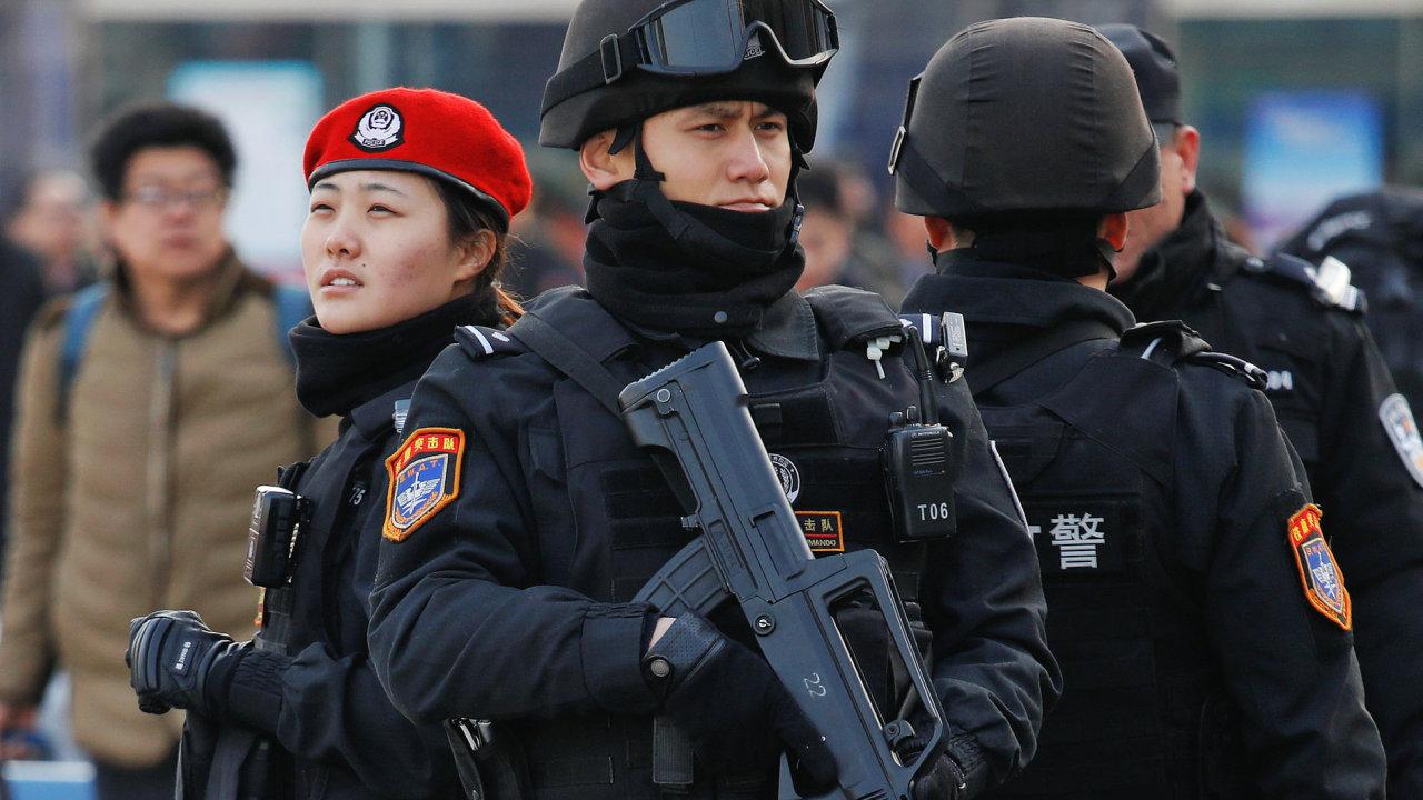 čína policie