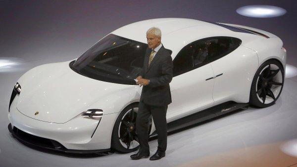 Porsche celosvětově svolá 60 000 vozů kvůli nelegálnímu softwaru.