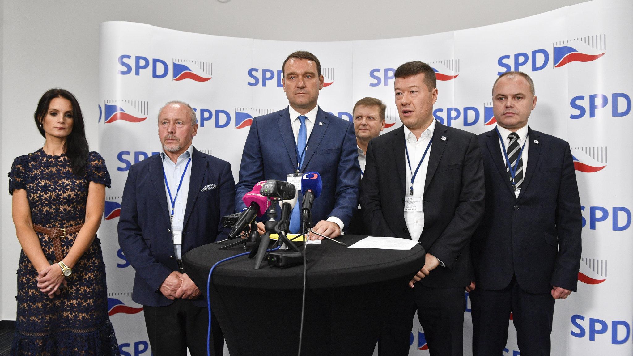 Nově zvolené členové předsednictva hnutí Svoboda a přímá demokracie.