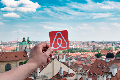 Náklady Airbnb zřejmě dále porostou v důsledku nedávného rozhodnutí utrácet více za bezpečnost související s její platformou. Společnost bojuje s krádežemi nebo prostitucí hostitelů i hostů.