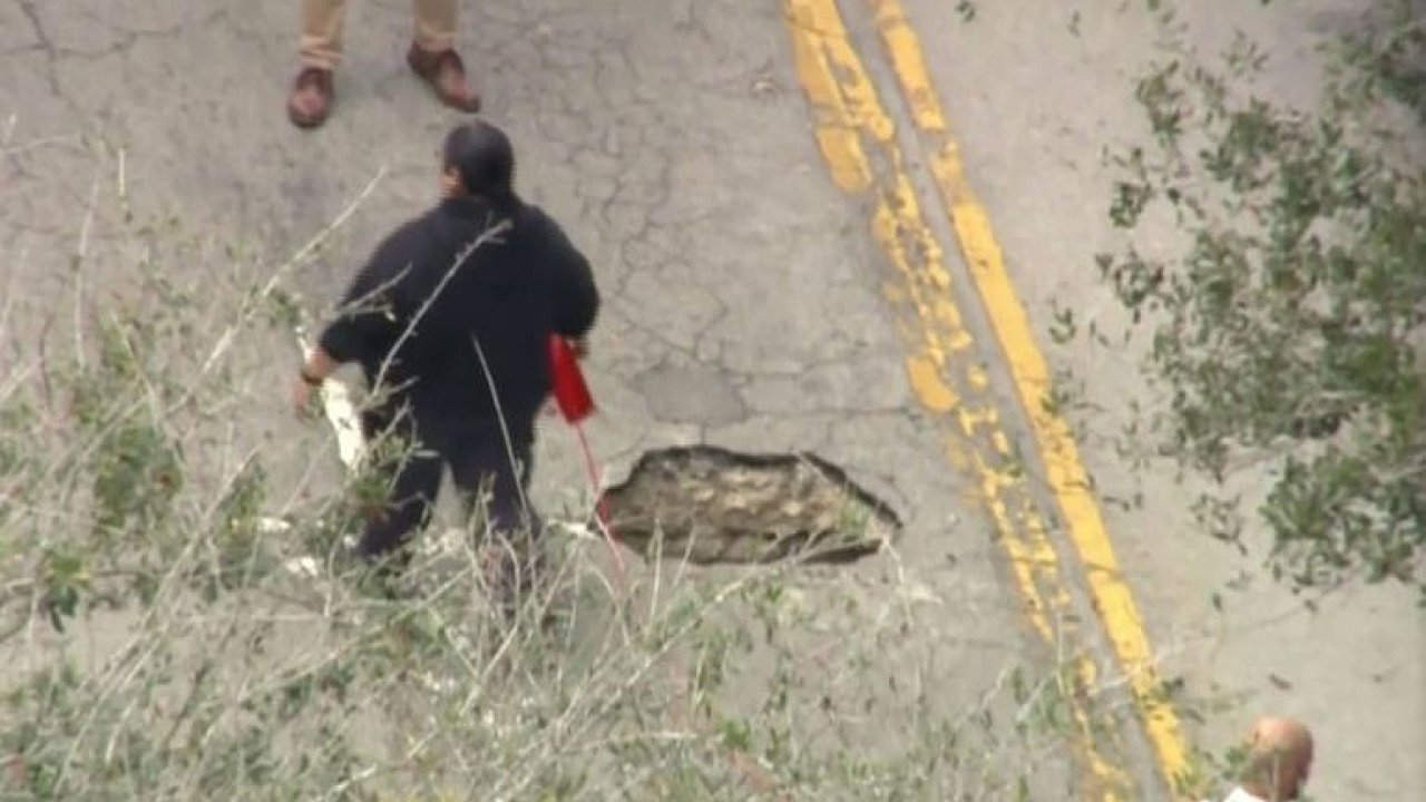 Propadlá silnice na Floridě odhalila rozestavěný tunel k bance.