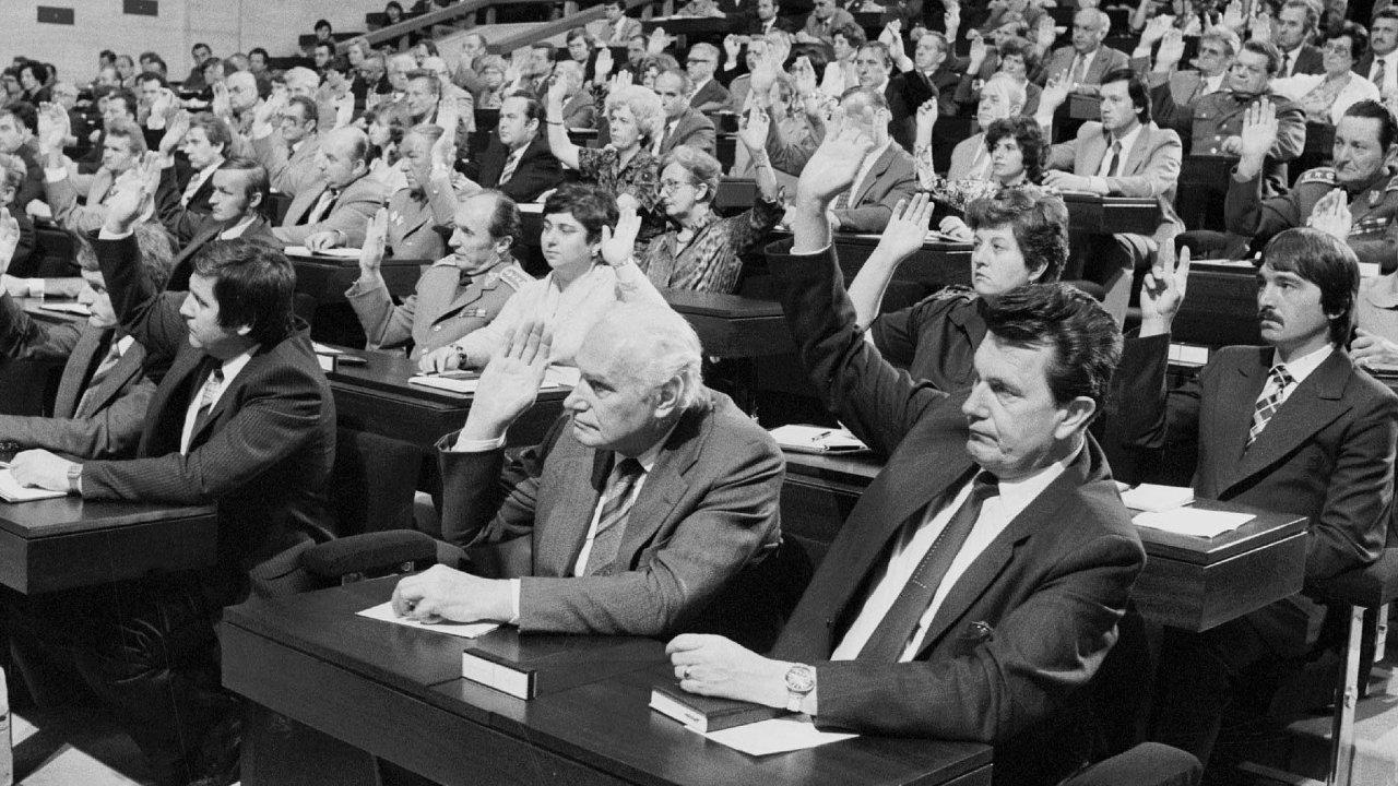 Poslanci Federálního shromáždění ČSSR hlasovali vzorně jednomyslně abez jakýchkoliv připomínek.