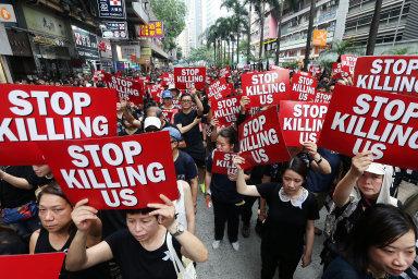 Podle listu The Economist několikaměsíční demonstrace v Hongkongu, mnoho protestů napříč zeměmi Latinské Ameriky nebo již zmiňované hnutí žlutých vest přispěly k demokracii.