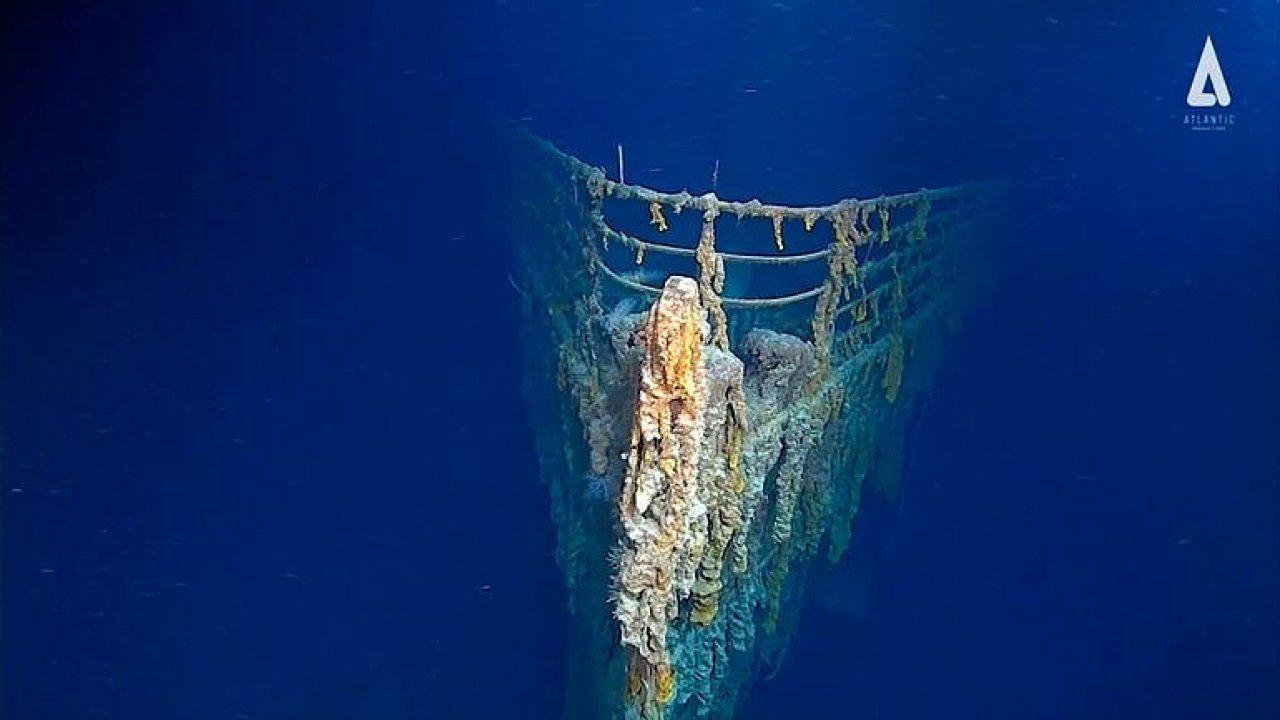 Rozkládající se vrak Titaniku uchvátil potápěče.
