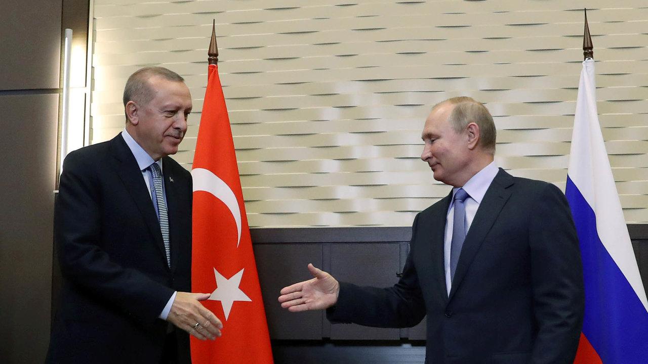 Jednání oosudu Kurdů: Ruský prezident Vladimir Putin přijal tureckého kolegu vrezidenci vjihoruském Soči.