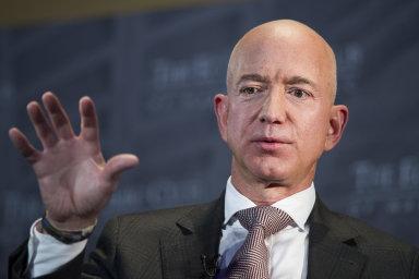Nejbohatší člověk na světě Jeff Bezos - zakladatel a generální ředitel internetového obchodu Amazon.