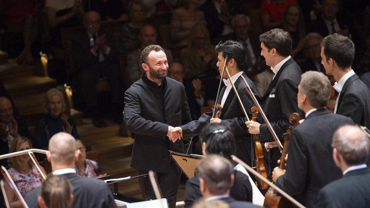 S Kirillem Petrenkem přišel kBerlínským filharmonikům člověk naprosto soustředěný nahudbu, který ji ale nepoužívá jako hráz proti okolnímu světu.