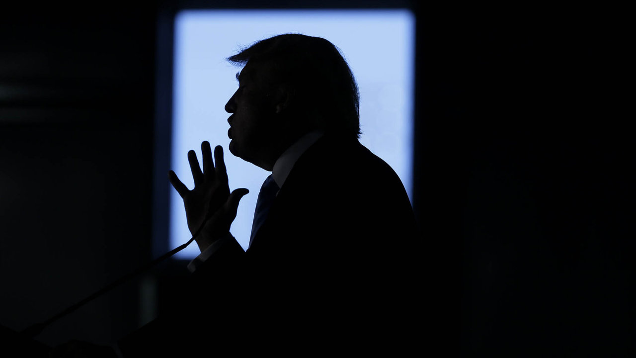 V Donaldu Trumpovi mají Američané někoho, kdo si nebere servítky, kdo kolem sebe kope, vede bohorovné řeči a z každého si tropí legraci.