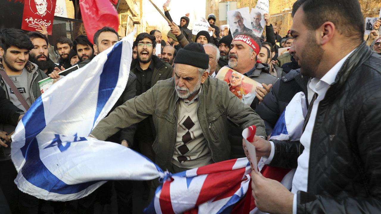 V Teheránu demonstranti požadují odchod  duchovního vůdce kvůli sestřelení letadla. - Ilustrační fotografie