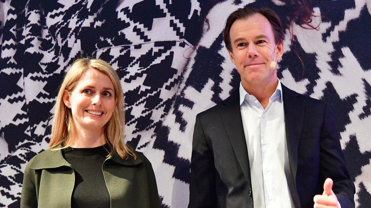 """Helena Helmerssonová byla v roce 2014 vyhlášena """"nejmocnější ženou švédského byznysu"""". Nedávno nahradila v čele H&M Karla Johana Perssona (vpravo). Ten se stal předsedou dozorčí rady."""