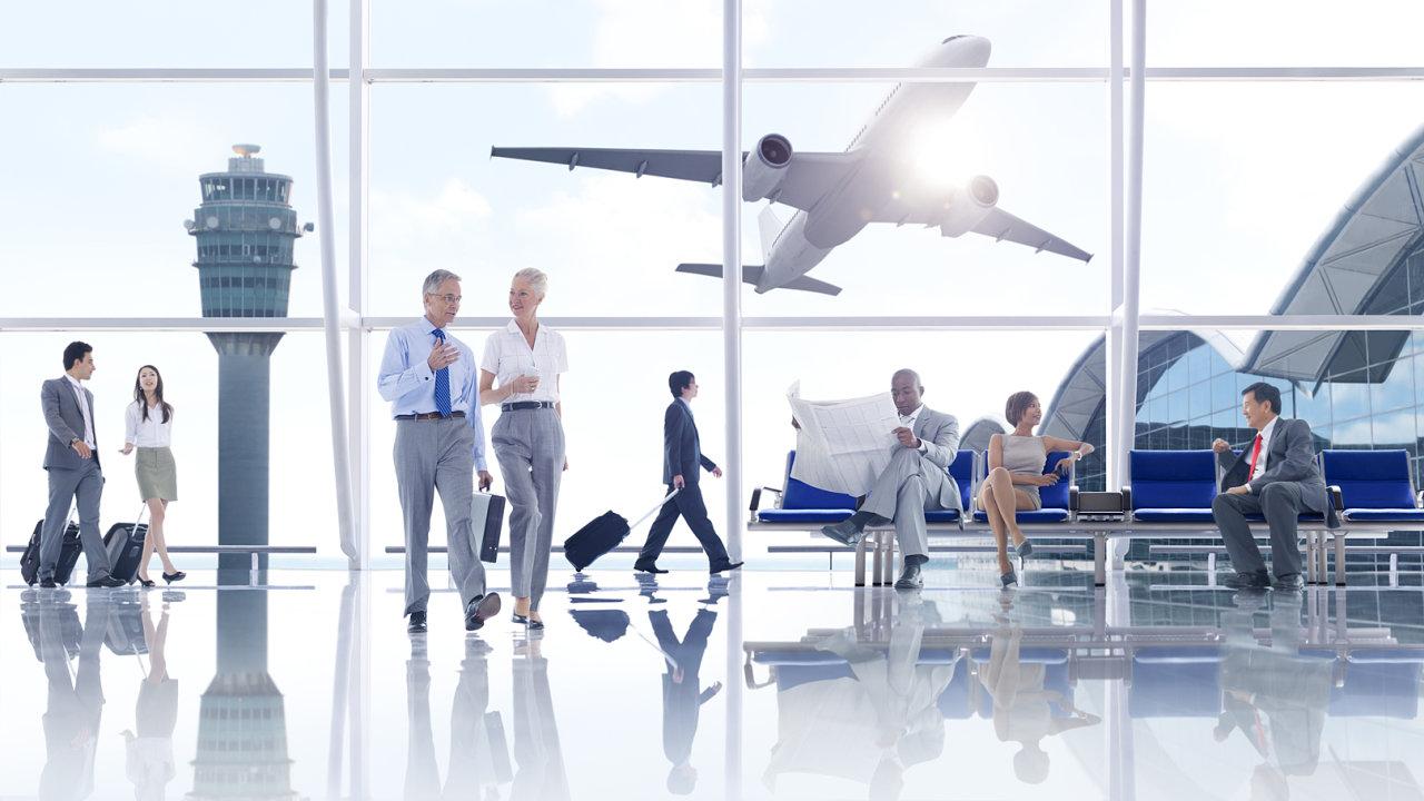 Levně, ale bez zavazadla: Základní tarify aerolinek slibují nízkou cenu. Zákazník si za každou položku připlatí zvlášť.