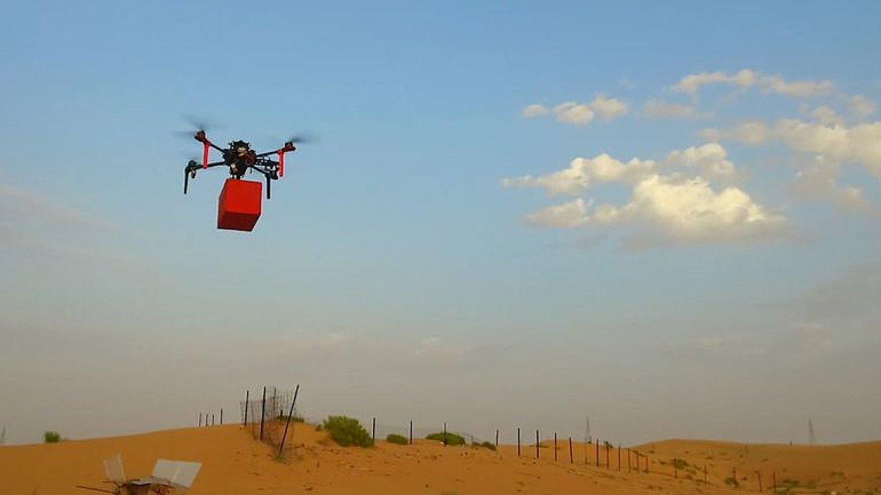 Češi vyhráli zlato s autonomními drony. Museli s nimi hasit oheň nebo praskat balonky.