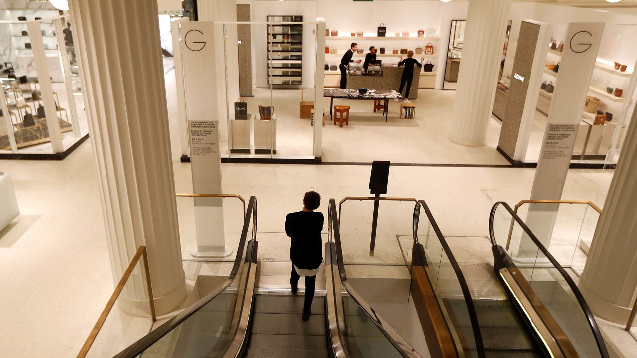Vylidněno. Jedna znejstarších nákupních galerií nasvětě The Selfridges vLondýně je příkladem podniku výrazně zasaženého koronavirovou krizí.