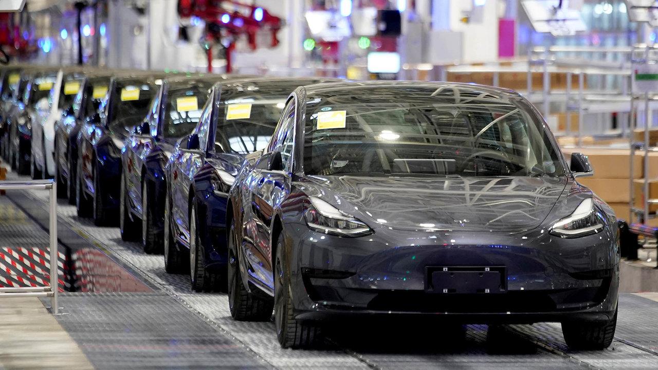 Tesla dodává na čínský trh kolem tří tisíc elektromobilů Model 3, které vyrábí ve své nové továrně v Šanghaji.