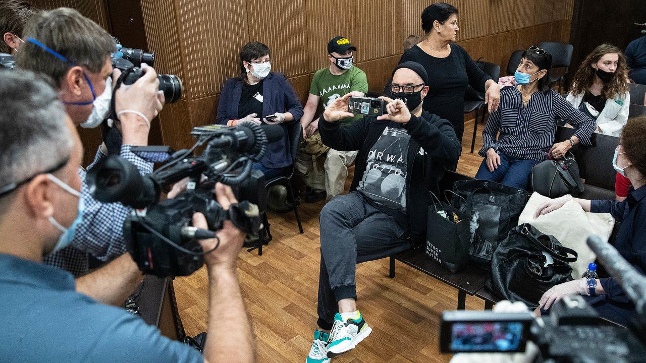 Podle stoupenců režiséra Kirilla Serebrennikova bylo trestní stíhání pomstou zajeho výroky, které kritizovaly politiku Kremlu.
