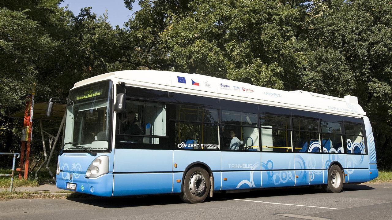 Průkopníci z Řeže. První vodíkový autobus v Česku jezdil v Neratovicích a stála za ním spolupráce Škody Electric a ÚJV Řež.