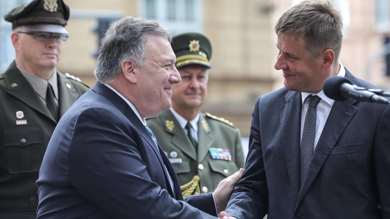 Americký ministr zahraničí Mike Pompeo si v doprovodu českého ministra zahraničí Tomáše Petříčka prohlédl muzeum Patton Memorial Pilsen.