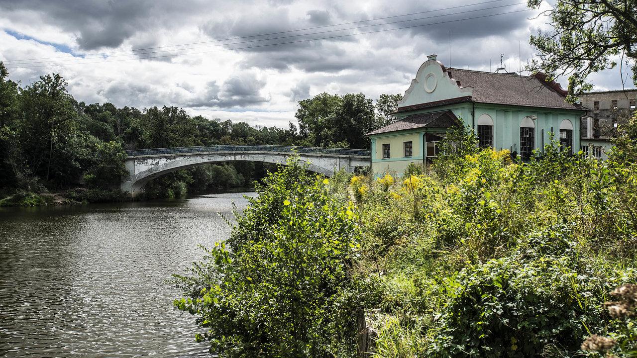 Celkem vlastní rodina Liškových síť čtyř vodních elektráren. Jedna z nich je ve vesnici Vinec.