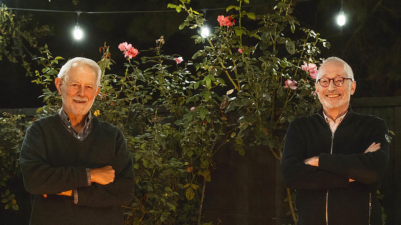 Noví nobelisté. Američtí ekonomové Robert Wilson (vlevo) aPaul Milgrom jsou experti nateorii her, kteří zásadně přispěli krozvoji aukčních mechanismů.