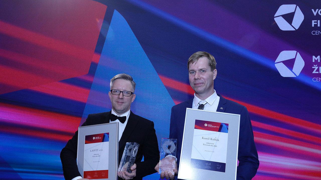 Titul Firma roku 2020 získala společnost Lasvit, jako nejlepšího podnikatele v soutěži Moneta Živnostník roku 2020 vybrala odborná porota Kamila Kubláka z Fryčovic na Ostravsku (napravo).