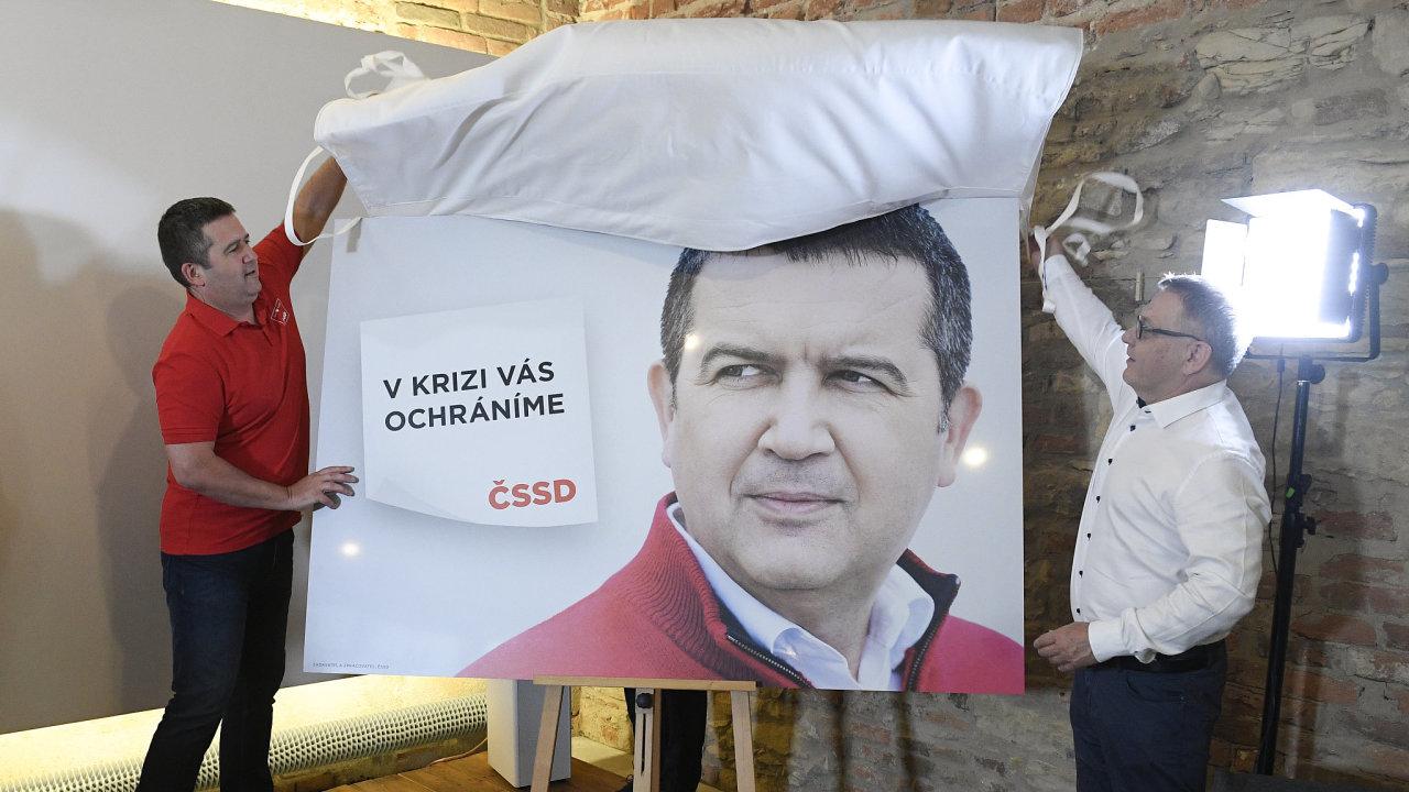 Jan Hamáček a kampaň červený svetr